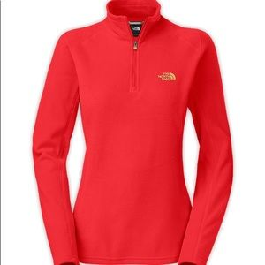 The North Face 1/4 Zip Pull Over Coral